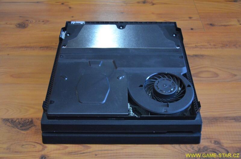 Jak rozebrat a vyčistit PS4 Pro od prachu 4